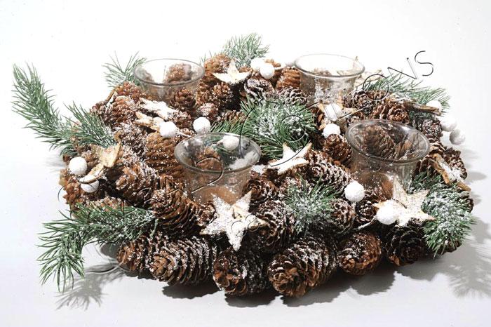 Centrotavola natalizio con pigne e stelle decorazioni for Centrotavola natale pigne